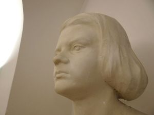 Bust of Sophie Scholl in the White_Rose_Memorial_Room, Ludwig Maximilians Universitat, Munich (Source: Adam Jones)